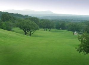 Displaying the view from the 9th hole on the Apple Rock Golf Course