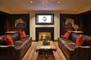 Image of the inside of the lounge at The Horse and Plow bar at Destination Kohler, Wisconsin, USA